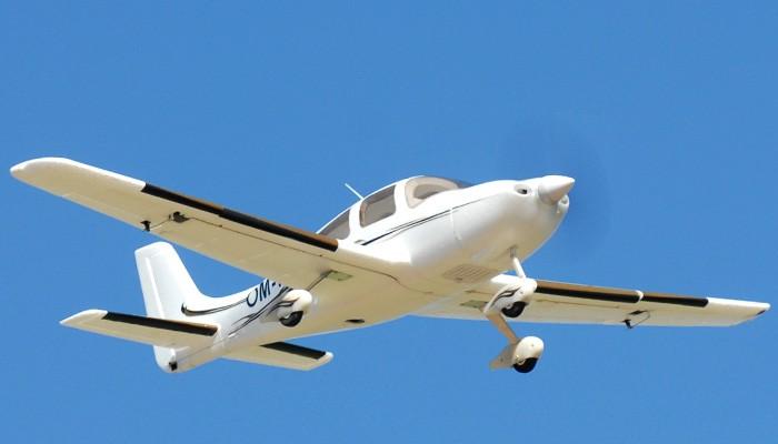 Avion RC Dynam 4-CH SR Trainer 965MM Brushless Remote Control RC Plane 2.